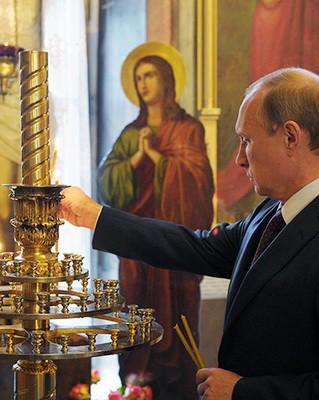 Владимир Путин в храме Живоначальной Троицы на Воробьевых горах / Алексей Дружинин